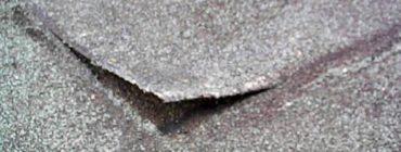 Izolatér modifikovaný asfaltový pás neprotavil, navíc jej následně po obvodě zašpachtloval.