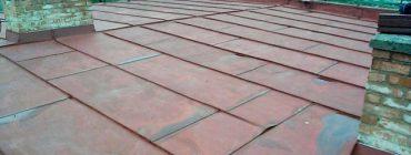 Pro falcovanou plechovou krytinu je stanoven bezpečný sklon střechy 8°