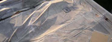 Střešní plášť z PVC folií byl nedostatečně fixován